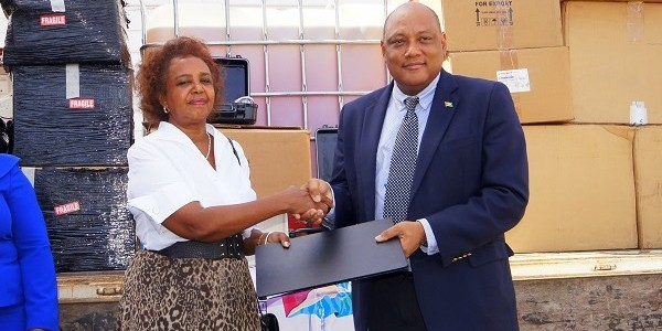 Ministry receives $10M equipment for mining school from UNDP
